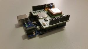 Arduino board y shield GPS ensamblados